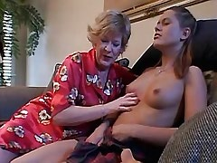 Teen lezzie loses virginity w dildo.Slip nipple.Lesbian Mature ang Girl.Sweet small titties!