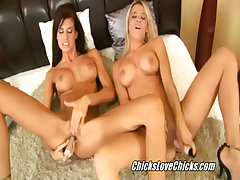 Lesbians licked pussies xxx video
