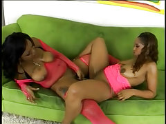 Bootyliscious babes suckable and sunshine love eating pussy