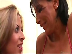 Lezley - V2: Mature Lesbian