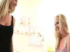 Ashley Roberts & Sammie Rhodes - Hi-Def: Blonde Lesbian